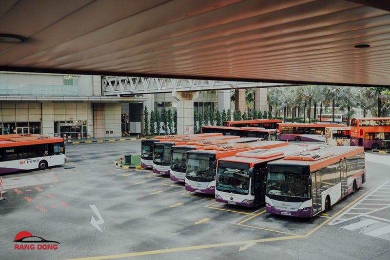 Thuê xe Universe 45 chỗ ở đâu tại Sài Gòn