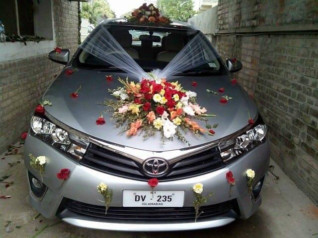 Cách gắn hoa xe cưới không bị bong