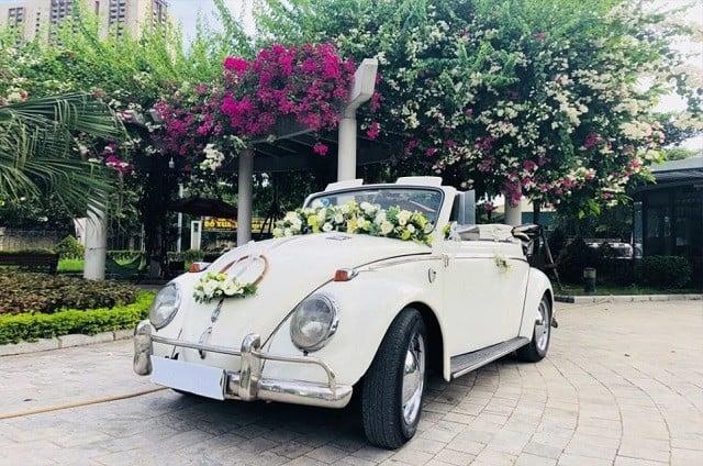 Đặt thuê xe cưới trước hôn lễ từ sớm để chủ động hơn trong việc điều chỉnh mức giá.
