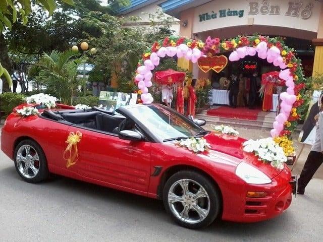 Tìm hiểu và ước chừng khoảng giá thuê xe để trù tính chi phí cẩn thận cho đám cưới.