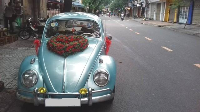Trang trí xe cưới đẹp nồng nàn với hoa hồng
