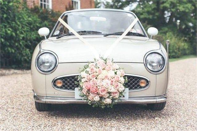 Trang trí xe cưới tuyệt đẹp với hoa ở phía trước