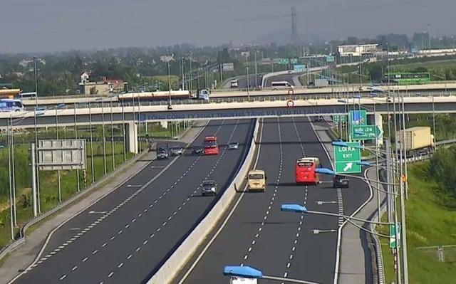 Tuyến đường cao tốc Hà Nội – Hải Phòng là tuyến đường vận tải quan trọng.