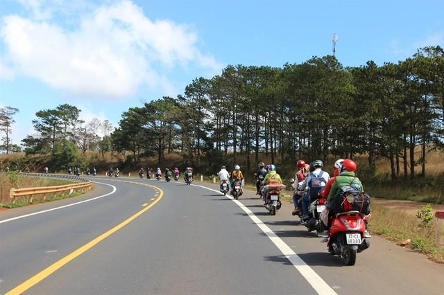 Có rất nhiều phương tiện di chuyển từ bến xe miền đông đi Tây Ninh. Bạn có thể di chuyển bằng xe máy cùng với bạn bè
