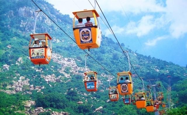 Năm 2020, hệ thống cáp treo lên núi Bà Đen chính thức đi vào hoạt động. Hệ thống này có ba trạm với thiết kế đặc biệt