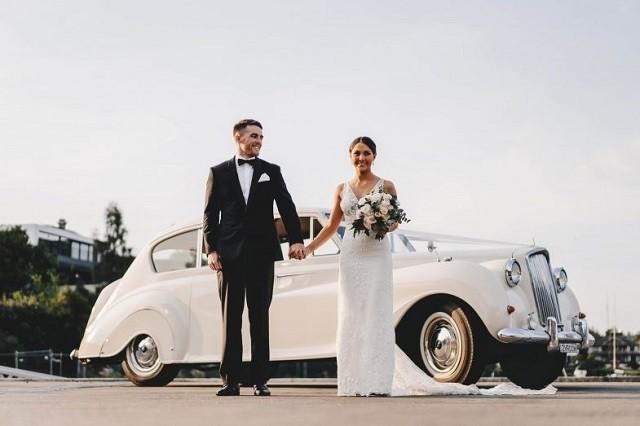 Tại Rạng Đông, bạn sẽ tìm thấy các dịch vụ cho thuê xe cưới vô cùng chất lượng. Phù hợp với ngày vui trọng đại của cô dâu và chú rể