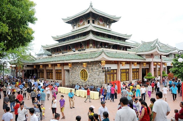 Theo kinh nghiệm đi chùa bà Châu Đốc, những ngày đầu năm thường rất đông người tham quan